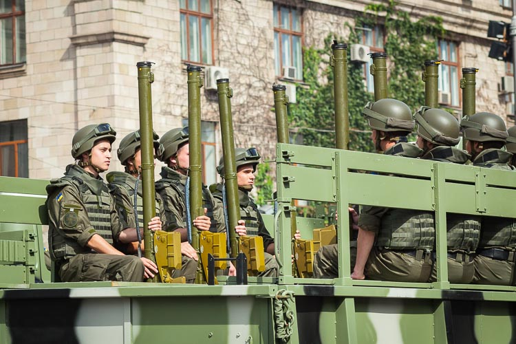 Troops with MANPADs: Man-Portable Air-Defence Systems.