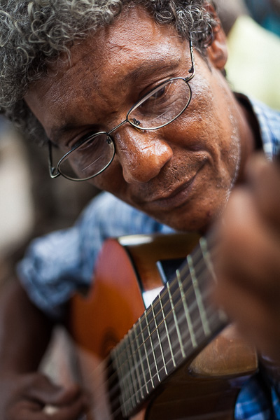 Getting close-up with a local musician in a park