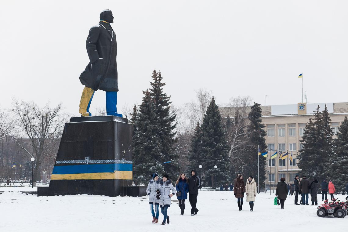 Lenin repainted by pro-Ukrainian activists in Kramatorsk