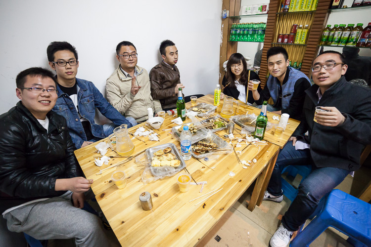 Travelling alone in China, meeting with friends of a friend in Shanghai