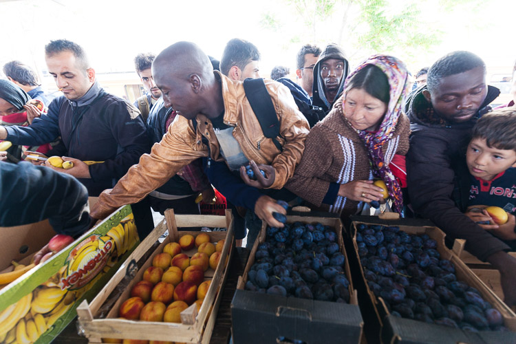 Refugees occassionally receive fresh fruit at the Tabanovce train station. Availability depends entirely on donations.